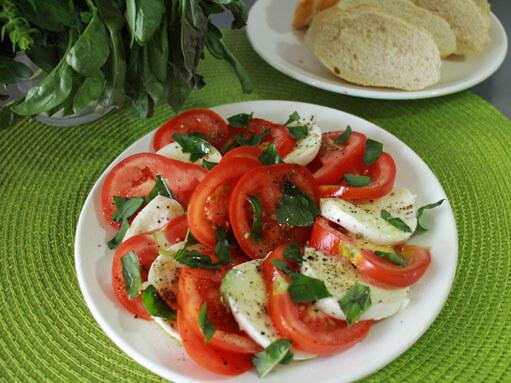 Tomato, Mozzarella & Basil Salad Recipe